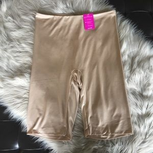 Spanx Extended Length Shaping Short Size 1X Nude